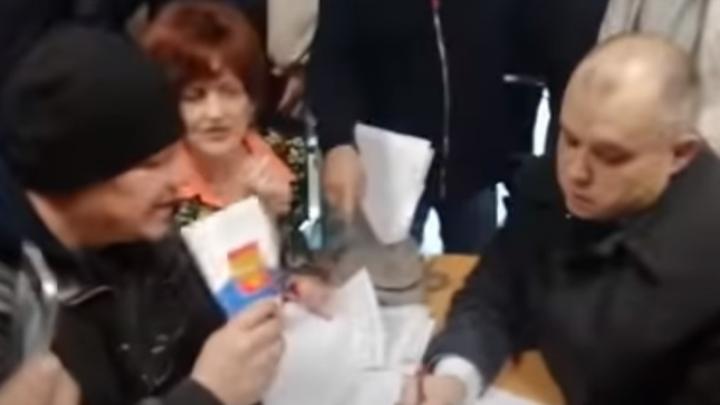 В Стерлитамаке горожане требовали в мэрии отменить режим самоизоляции