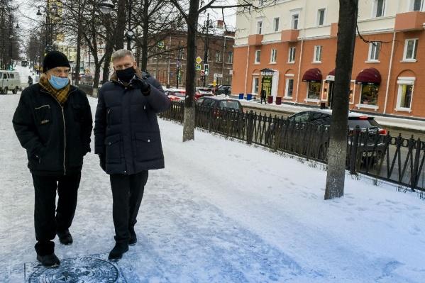 Временно исполняющий обязанности мэра Перми Алексей Дёмкин и Заслуженный строитель РФ Михаил Плеханов