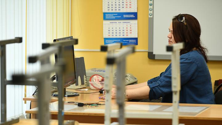 «Только не бросайте родителей с учебниками»: готов ли Екатеринбург ко второму сезону дистанта