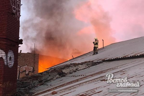МЧС пришлось усилить состав пожарных