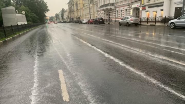 В Ярославле на месте разметки — белые лужи: мэрия обещает всё проверить через месяц