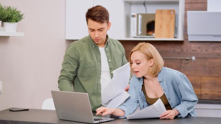 Как оплачивать ЖКХ не выходя из дома: подробная и удобная таблица современных сервисов