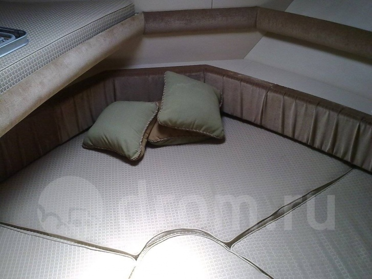 Каюты на яхтах часто трансформеры: с разворачивающимися диванами и дополнительными подушками