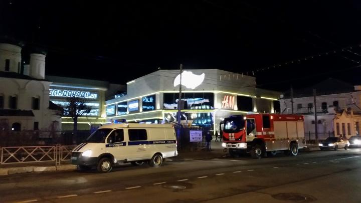 «Выла сирена, приехали полицейские и кинологи»: в Ярославле эвакуировали торговый центр