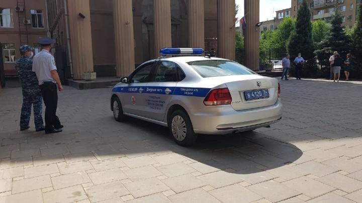В Волгограде массово эвакуируют силовые структуры, отделения «Почты России» и суды: онлайн-трансляция