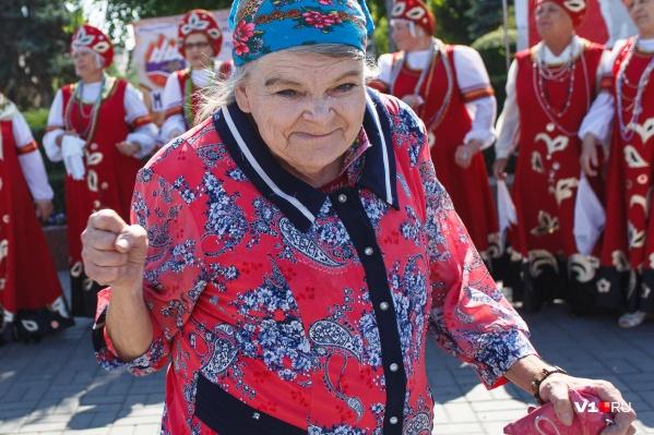 Меньше 8569 рублей пенсионеры Волгограда получать не должны