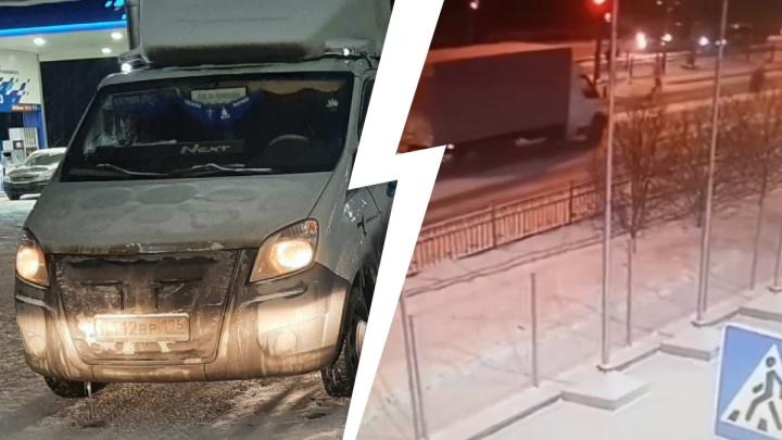 Один пешеход успел проскочить, второй— нет: появилось видео смертельной аварии в Екатеринбурге