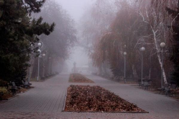 Туманная Аллея Героев выглядит завораживающе и таинственно