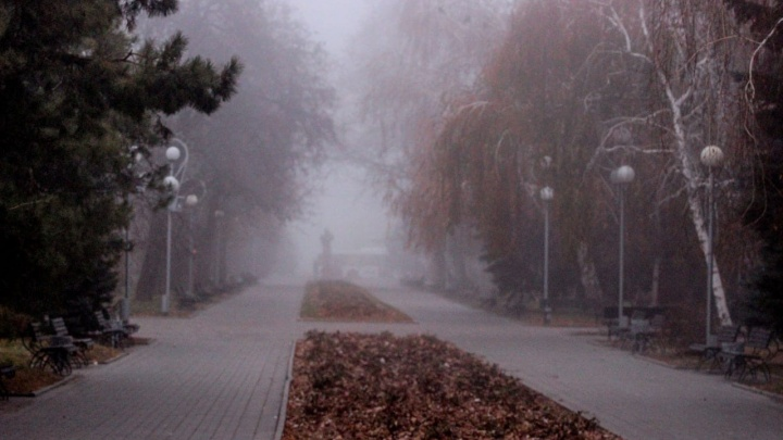И улицы становятся другими: волгоградский фотограф снял окутанный туманом город