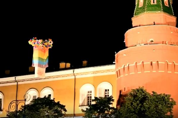 Бывший мэр Архангельска возмущён разгромом своей галереи социальной терпимости. Отчасти новая акция посвящена этому событию