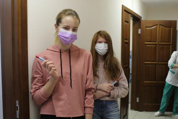 """Ученики и сотрудники ФМШ сдали анализы на антитела <nobr class=""""_"""">11 декабря</nobr>"""