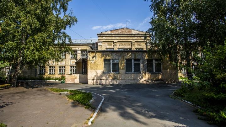 Опасное здание школы № 54 в Новосибирске снесут