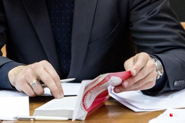 В результате махинации Бондаренко-старший в течение 15 лет получал завышенную пенсию