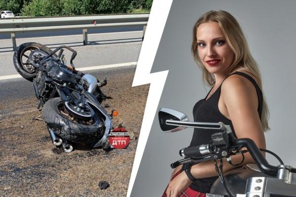 Мотоцикл Ксении пролетел несколько метров после удара о трактор