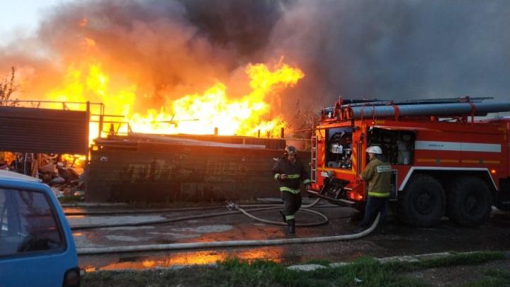 В Самаре загорелось 10 жилых домов в частном секторе
