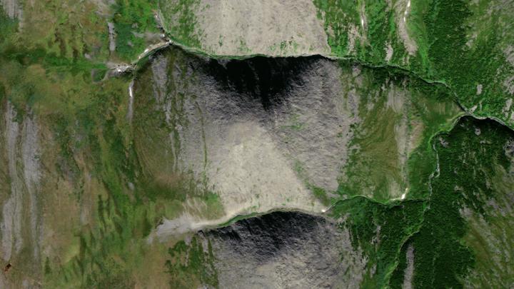 Уральские туристы обнаружили в горах огромную пирамиду: она в несколько раз больше пирамиды Хеопса