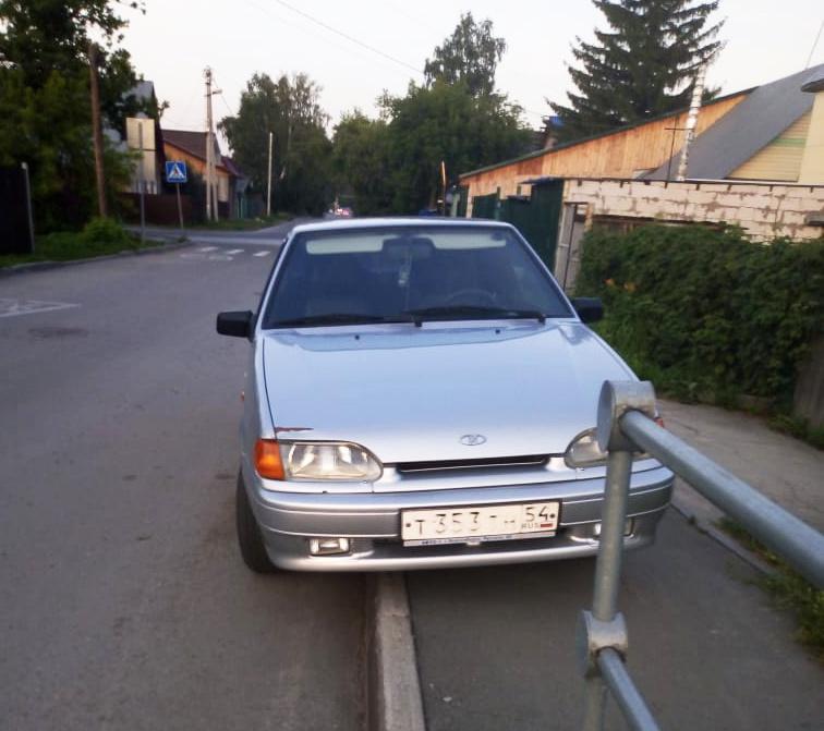 Стоянка на пешеходной дорожке