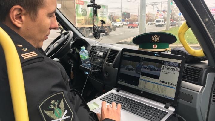 Нарушила 59 раз! В Самаре у автомобилистки забрали Land Cruiser за неоплаченные штрафы