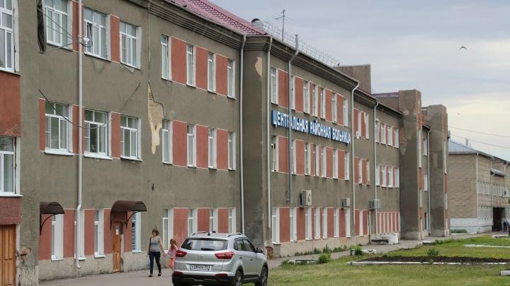Врачи в больнице, пациенты в автобусе: Минздрав проверит Калачинскую ЦРБ после жалобы на карантин