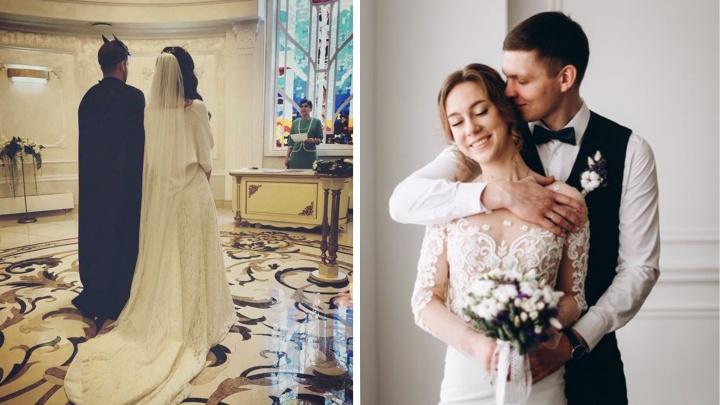 Клялись на задачнике, бились подушками, убегали от трактора — 14 свадебных фото с историей
