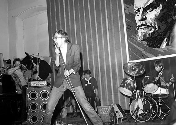 Курилка у туалета, перформанс на физфаке и КГБ: как в Тюмени появилось рок-движение