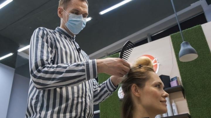 Челябинский парикмахер, которому отказывали в салонах красоты из-за заикания, нашёл работу