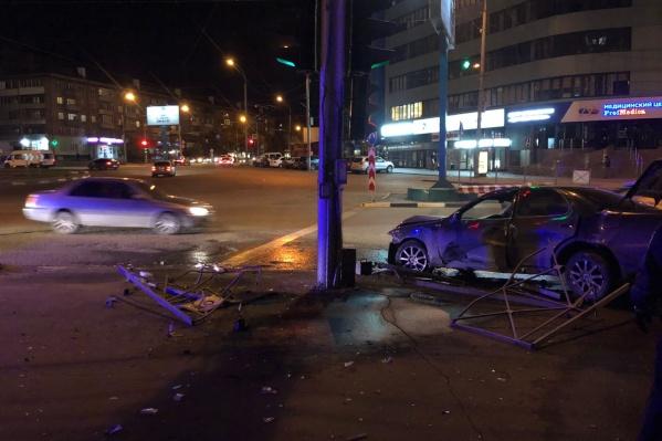 Люди в машине не пострадали, ДТП оформят как материальный ущерб