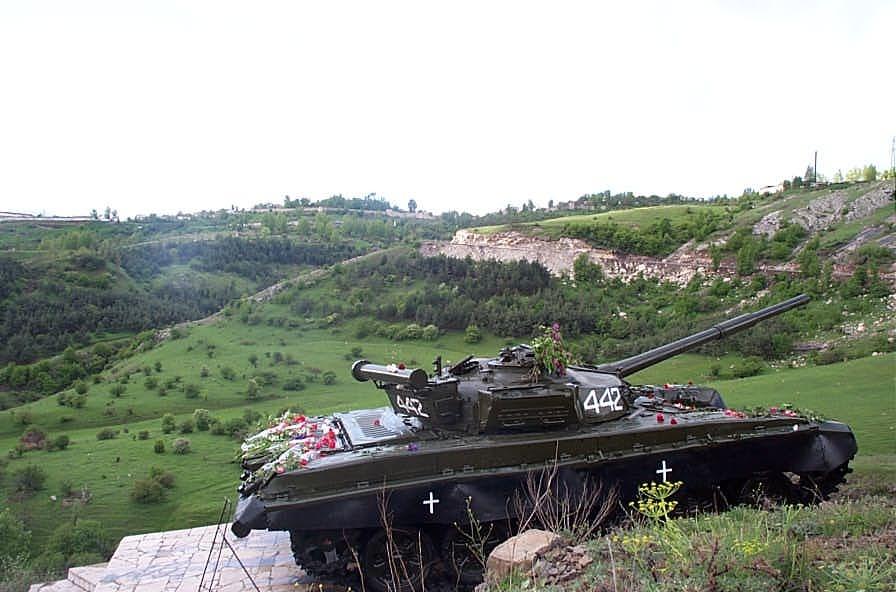 Мемориал в Шушах, который установили послеоперации «Свадьба в горах» (8–9 мая 1992 года)