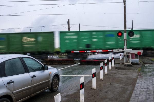 Железнодорожный транспорт имеет преимущество перед остальными участниками движения