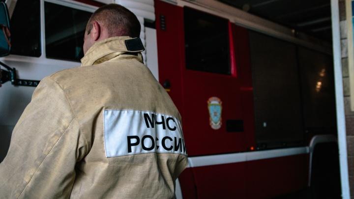 Пожарные нашли тела двух человек в сгоревшей квартире на Металлурге