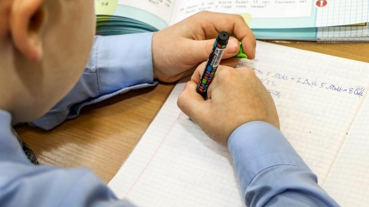 «Линейки только в 1-х, 9-х и 11-х классах». Понятные карточки о начале учебного года в Нижнем Новгороде