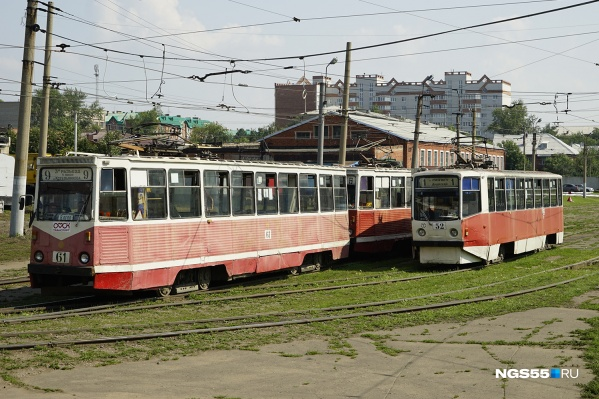Сейчас от улицы Стрельникова ходит всего один трамвай — в Амурский посёлок