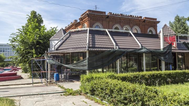 «Бизнес-интересы у нас в приоритете»: в Волгограде растущее кафе закрыло бывшую синагогу