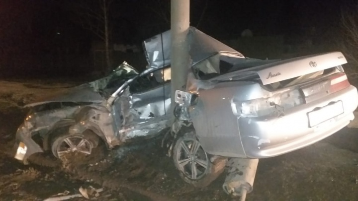В Ленинском районе «Тойоту» намотало на столб: пассажир погиб