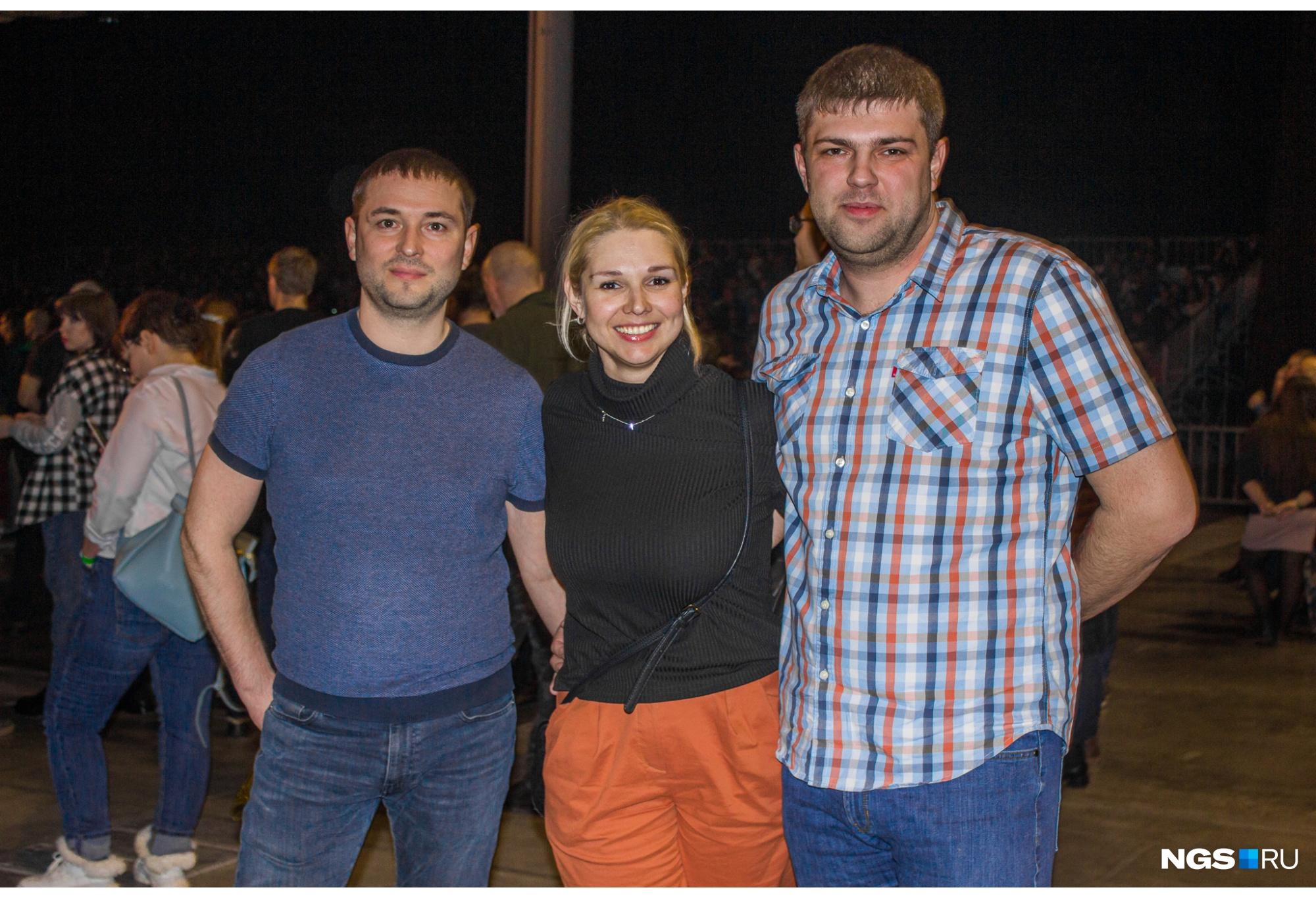 Алёна пришла на концерт с друзьями