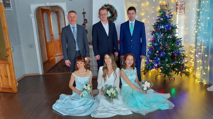 В сибирском селе сыграли тройную свадьбу— молодожены приехали из разных городов России