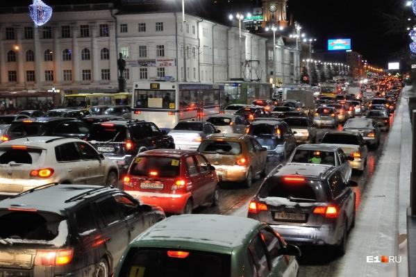 Худшее время для поездок на автотранспорте в Екатеринбурге — с пяти до шести вечера в пятницу