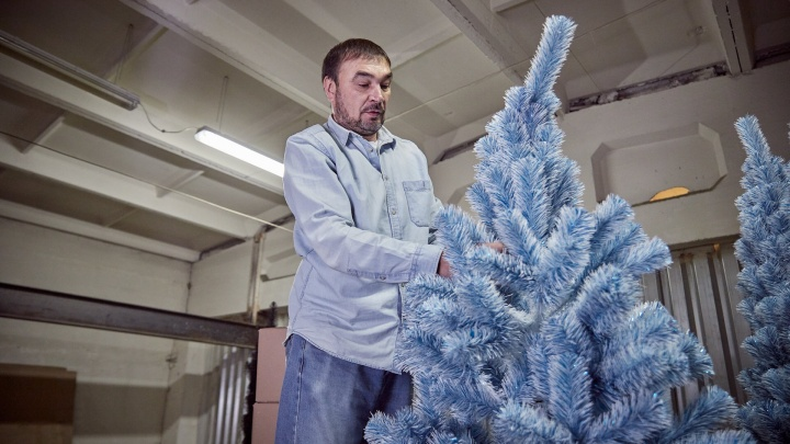«На площади 1905 года — наша»: как на Урале делают искусственные елки, которые покупает и заграница