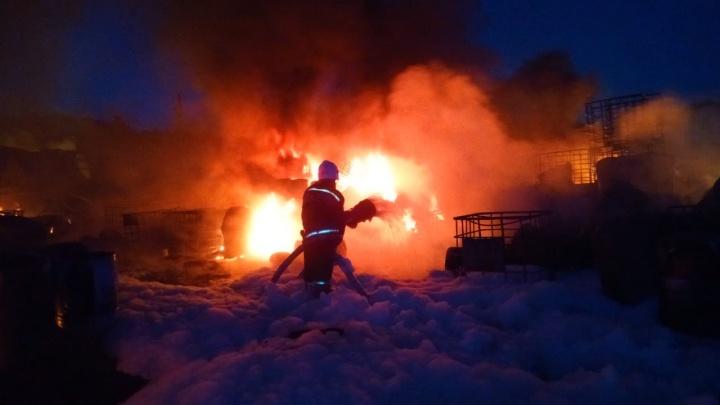 Пожарные предотвратили взрыв при мощном возгорании на пилораме в Верхней Пышме