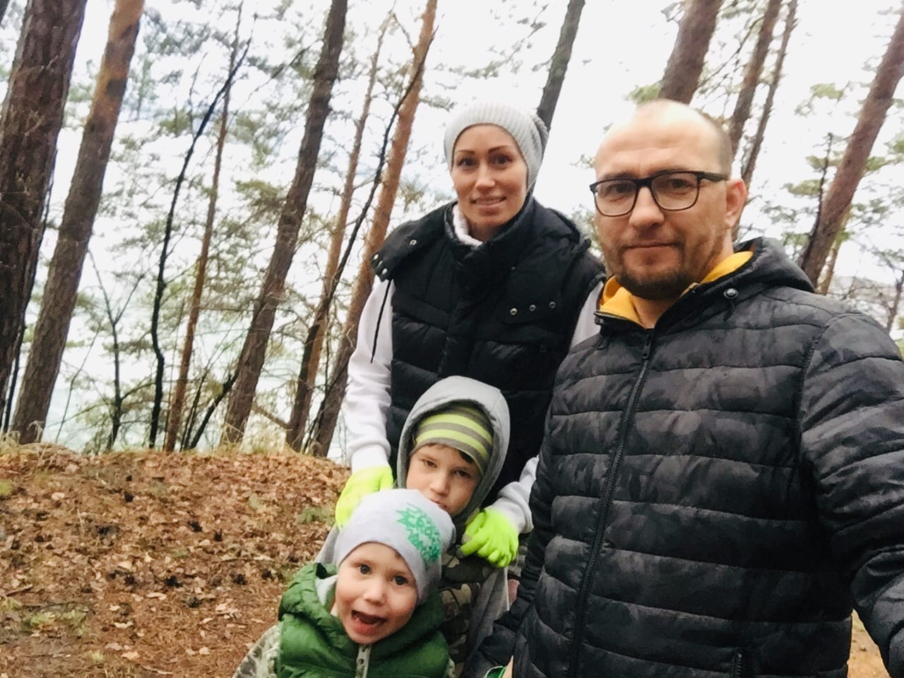 Семейное фото. Артем, Анна и сыновья: Никита и Ян