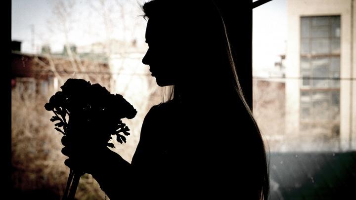 «Молодая здоровая женщина отправилась на химию»: история омички, у которой удалили грудь