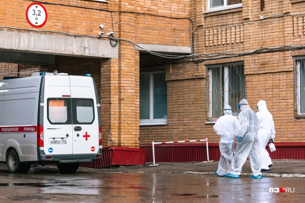 Пациентов с COVID принимают и в больнице Середавина