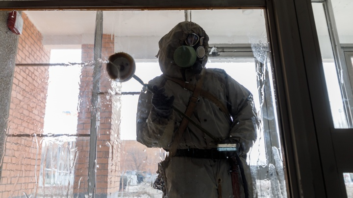 «Иногда и полицию вызываем»: дезинфектор — о работе с COVID-19 в Екатеринбурге