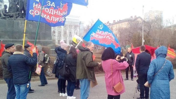 «Мы не влияем на тех, кто в Кремле»: участники митинга в Волгограде смешали политику с обрезкой деревьев