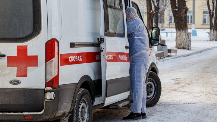 В суточную статистику Минздрава второй раз подряд попали 13 умерших южноуральцев с коронавирусом