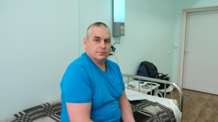 «До этого меня укусил клещ»: красноярские врачи пересадили печень мужчине, страдающему циррозом