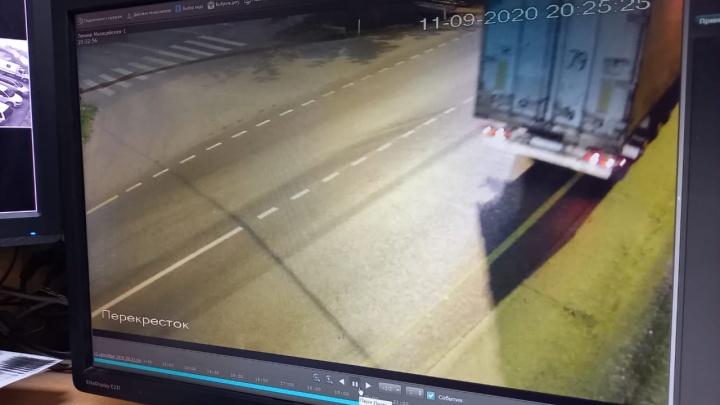 На Тюменском тракте с помощью камер нашли водителя фуры, который насмерть сбил пешехода