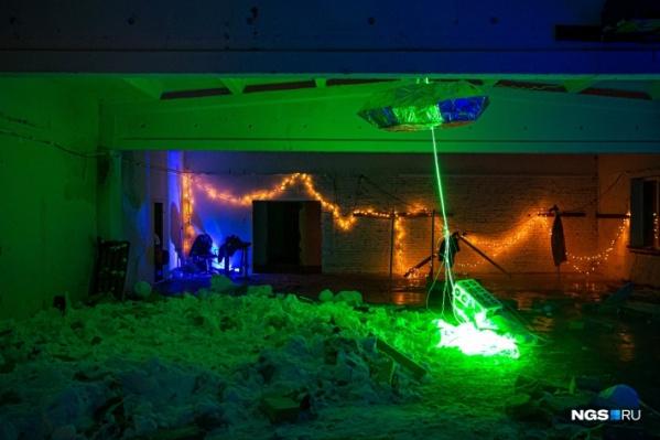 Фотографии с места проведения гаражной вечеринки, сделанные ночью 2 февраля