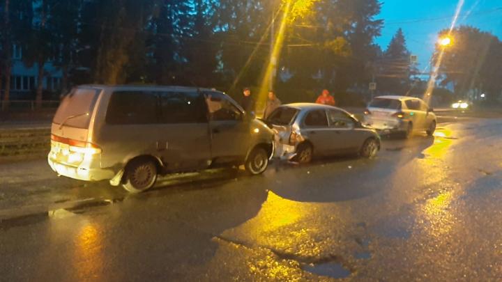 В массовой аварии на Петухова пострадал ребёнок