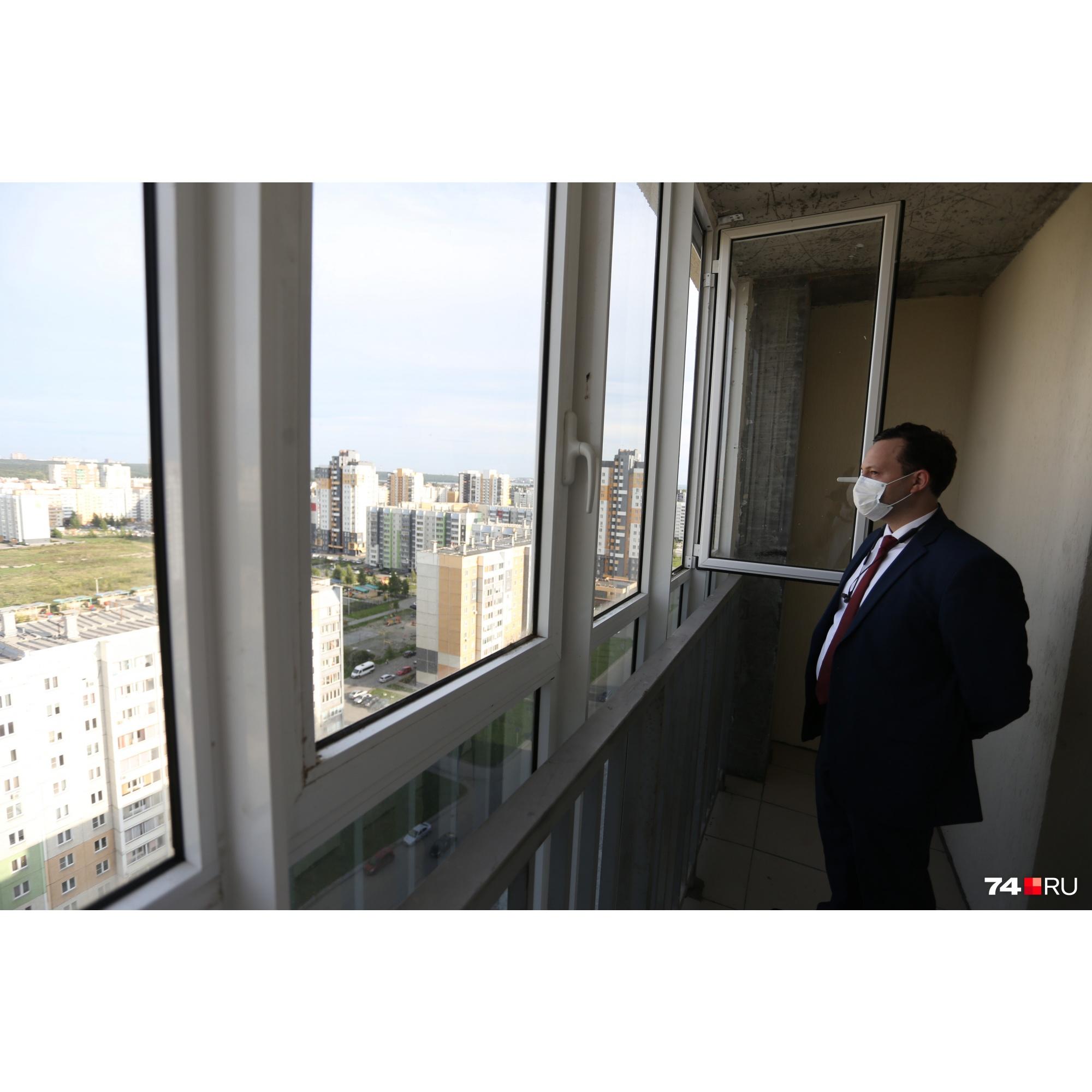Из очевидных плюсов — вид с балкона